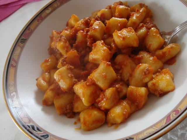 la buona cucina di katty: gnocchi di patate al ragù - Come Cucinare Gli Gnocchi Di Patate