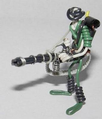 மின் வயரினால் செய்யப்பட்ட அழகான மனிதர்கள் துப்பாக்கிகள் 47132,xcitefun-wire-soldiers-8
