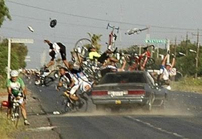 http://4.bp.blogspot.com/_TWSXjbMsLe8/SnEgtpvGLwI/AAAAAAAAAF8/FvtxbhOTxpc/s400/cyclist-crash-3.jpg