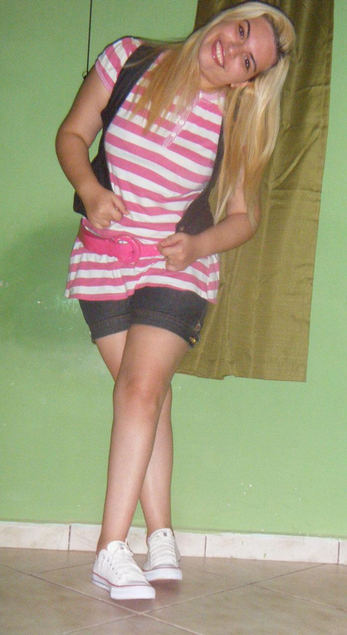 Vestido usado com blusa  C A Colete  Renner Short  C A Cinto  PinK BIju.  Tenis  All Star 594851ed61