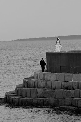 picture of bride groom on breakwater