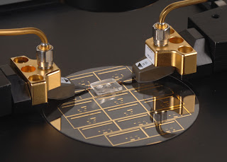 Micro microwave does pinpoint cooking for miniaturized labs