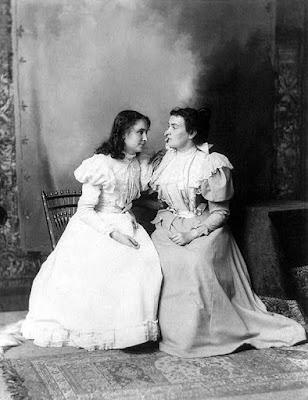 Helen Keller nd Anne Sullivan