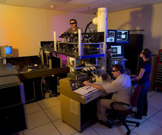 dynamic transmission electron microscope