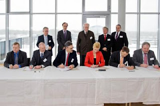 Signing of TUM-Helmholtz Cooperation Contract