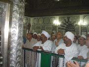 Berdoa di sisi makam Saidina Imam Husain