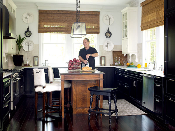 Black lower cabinets (that you can fix scuffs and scrapes with a