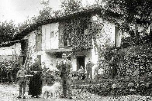 Mitolog a asturiana la casa campesina por dentro - Casa tradicional asturiana ...