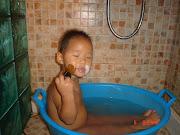 Tan pequeño y queriéndose afeitar