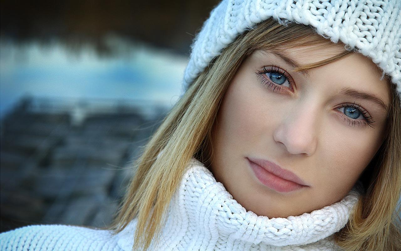 http://4.bp.blogspot.com/_TbJE223BS74/TazRLgkQ_JI/AAAAAAAAS6o/c9D7Rfibi5Q/d/white-girl-hd-wallpaper.jpg