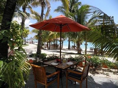 Restaurant sur la plage de l'hotel Le Paradis