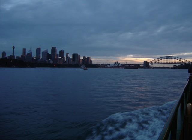 Arrivee sur Sydney le soir en ferry