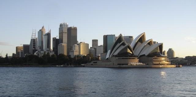 Coucher de soleil sur l'opera de Sydney et la City