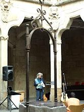 Recitando los poemas y dando explicaciones