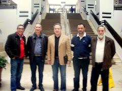 Representantes de la Banda Municipal Musical de Estepona y la Plataforma Vecinal con pedro Pacheco