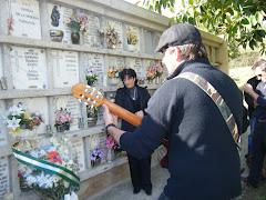El cantautor ,Marcos Peñalosa, rinde homenaje a Caparros