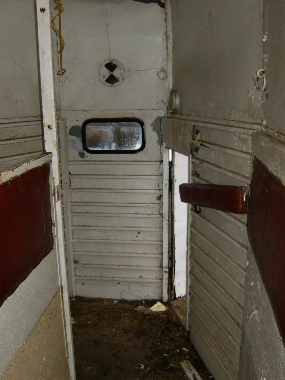 Imperatore Horse Vans For Sale - We have just purchased a 1976 two horse pride bumper pull horse trailer april 2010 it is 1500 kgs it is black with a red top made of galvanized steel