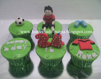 Order] Soccer Theme Cupcake Set Bday For Ronal Jogja :: From Mba ...