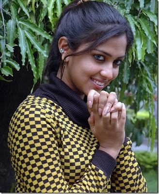 http://4.bp.blogspot.com/_ThigOYiWMJw/TSJFXHa_LCI/AAAAAAAAAjU/mLmy569fXrw/s1600/Amala-paul-hot-stills6.jpg
