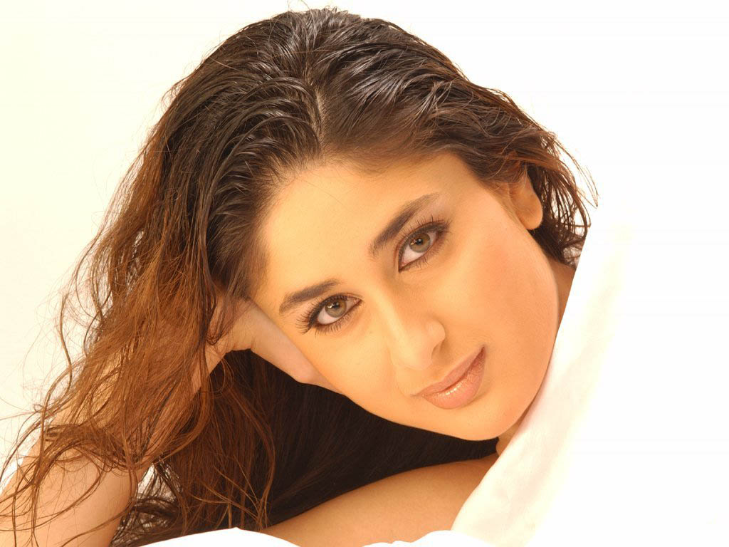 http://4.bp.blogspot.com/_TiCO8op_NpI/S63F3CEYmFI/AAAAAAAAEko/y9RNDq9zTWU/s1600/Aishwarya+Rai-Katrina+Kaif-Kareena+Kapoor+Who%27s+Sexy+Lips.jpg