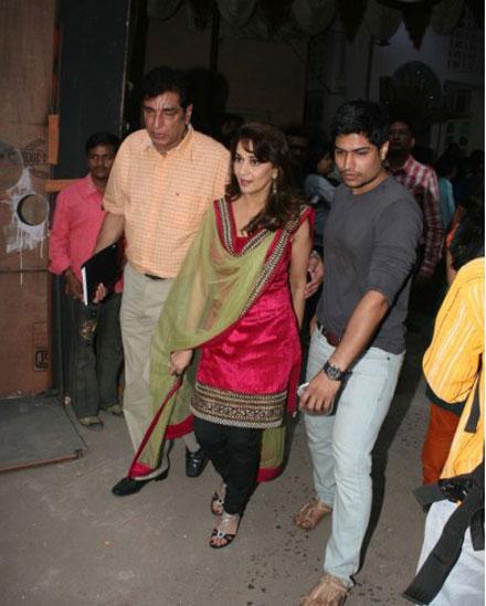 Malaika Arora Madhuri Dixit on Jhalak Dikhla Jaa Set Pics glamour images