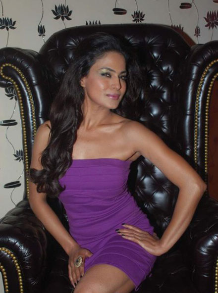 Veena Malik enjoys Ashmit Patel's Birthday Party - Pics