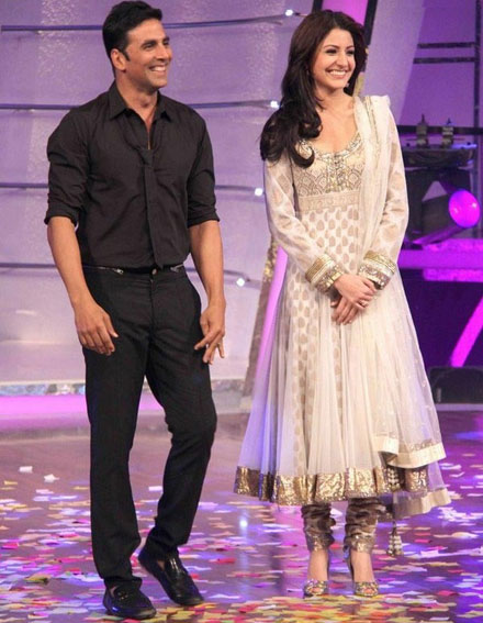 - Akshay Kumar, Anushka Sharma at Patiala House Promotion