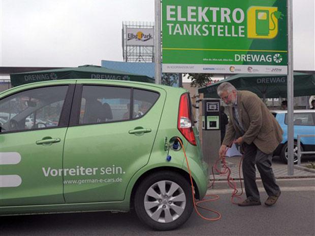 Posto para abastecer veículos elétricos é inaugurado em Dresden