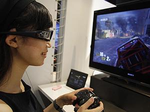 Demonstração de jogo 3D no console PlayStation 3 na feira Tokyo Game Show, em Chiba, Tóquio.
