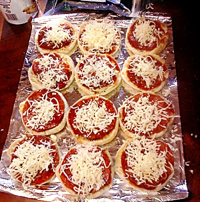 Make Daddy A Sammich: Meal Mondays – English Muffin Pizza