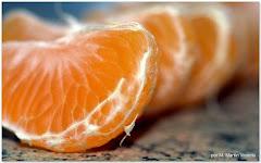 La tendresse de l'amour dans des segments de mandarine