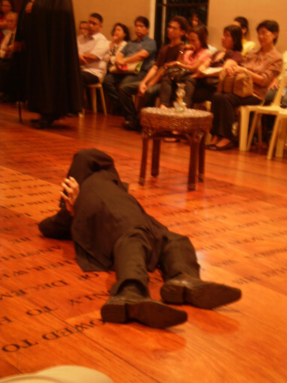 reaction in mi ultimo adios Noong ika-29 ng disyembre, 1896, sinulat ni rizal ang kanyang mi ultimo adios (huling paalam) isang tulang kakikitaan ng magigiting na kaisipan at damdamin.