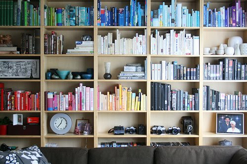... it here and maybe we can all dream of finding that cute and unique  bookshelf or better yet make our own pretty bookshelves to house our  collections.