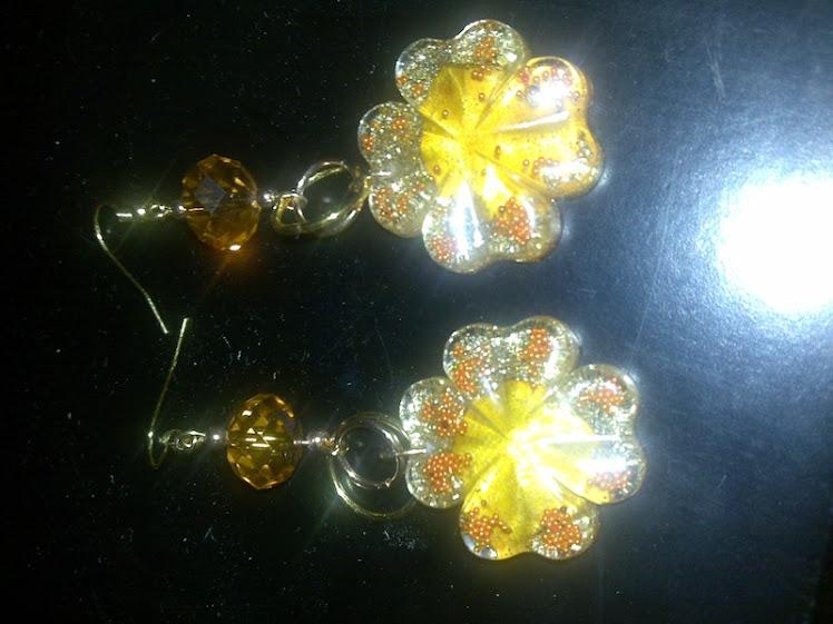 orecchini resina giallo oro