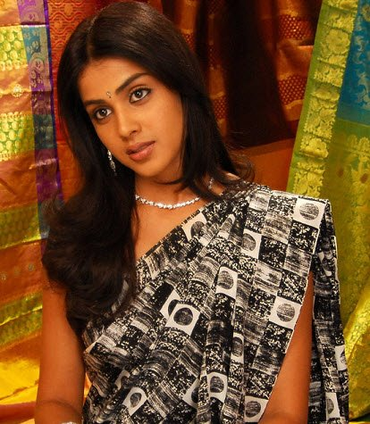 [Genelia_black_Saree.jpg]