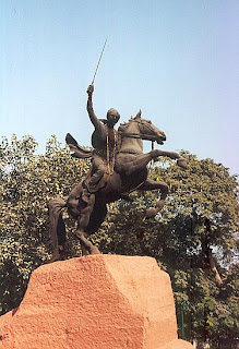 rani lakshmi bai bravery woman Rani lakshmi bai, the fiery queen of jhansi, also known as the rani of jhansi, was known for her bravery and is a role model for women in india on the eve of her birthday on 19th november .