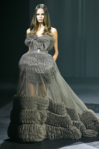 Le petite belle 2010 french designer haute couture for Haute house couture