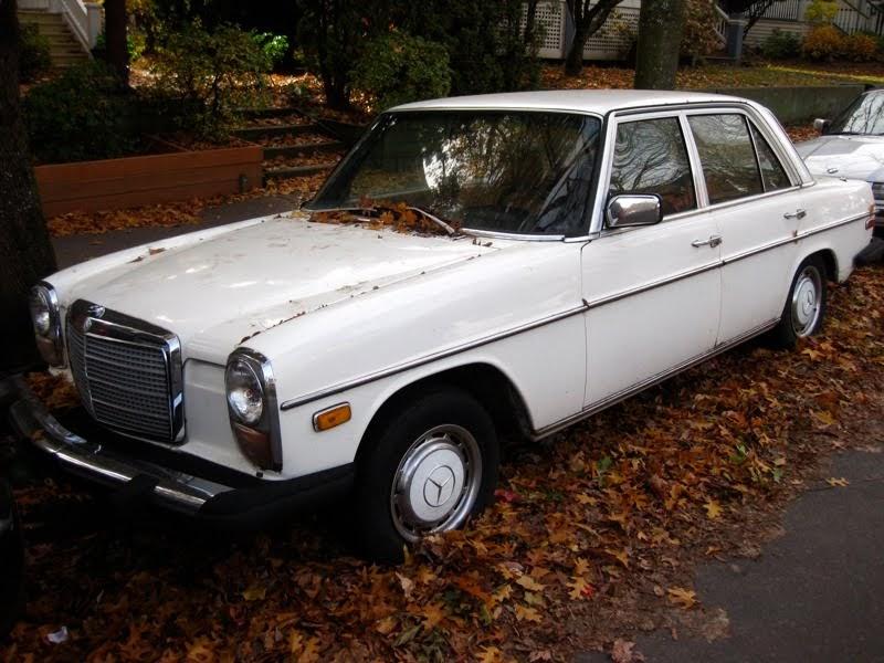 Old parked cars mercedes benz 1976 240d diesel 1972 for Mercedes benz 240 diesel