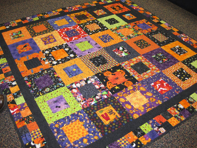 bitty bits & pieces: Holiday SQUARED Quilt
