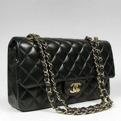 В числе последних, например, популярная белая сумка Chanel - цена этой и многих других моделей, представленных в