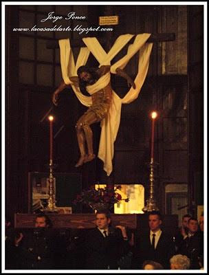 El Vía Crucis del Silencio en el interior de San Agustín por la lluvia