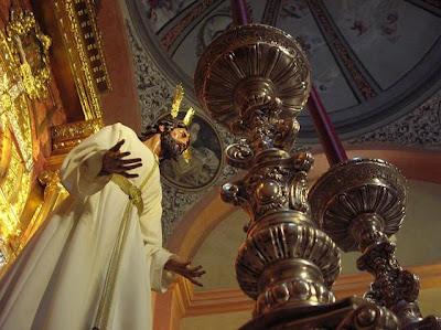 El Señor del Prendimiento ya preside el altar de cultos