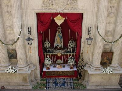 Imágenes del altar de la Soledad al paso del Corpus