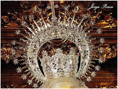 La Virgen de la Esperanza con su corona 'de toda la vida'