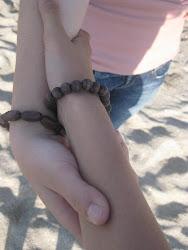 Vete lejos, pero no sueltes mi mano.