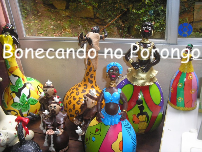 Bonecando no porongo
