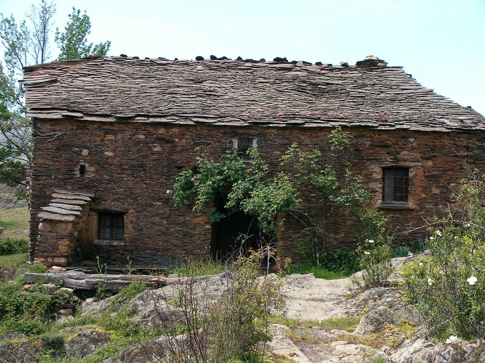 La vereda guadalajara la arquitectura negra de la - Casas de pueblo en guadalajara ...