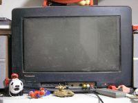 独身時代から、長年連れ添ってきた我が家のテレビ。どうやらお別れの日は、本当に近づいているようです。<br />