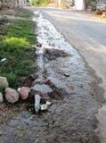 """Fuga agua potable calle 19 X 26 """"Atenas del Camino Real"""", Calkiní. 28ene11."""