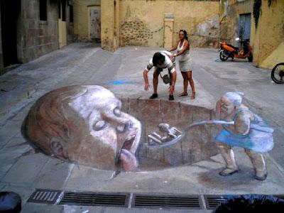 http://4.bp.blogspot.com/_U-AxaCiwuNg/TAZ1gNrfgUI/AAAAAAAAAX0/gYDgu4ey7_Q/s400/chalk+3d+drawings+pics+%2819%29.jpg